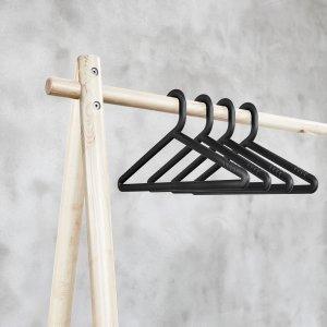 Zwarte kledinghangers (4 stuks)