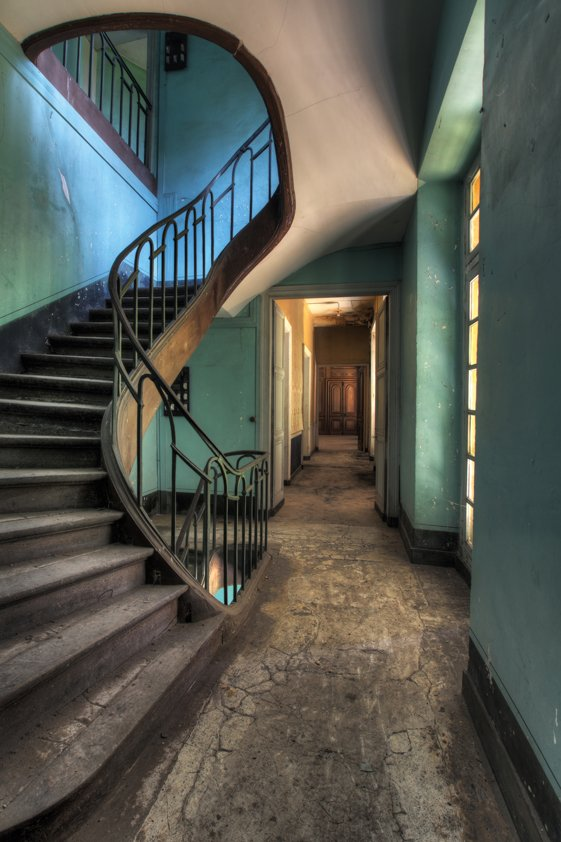 Lacour Used Stairs in Villa Aluart