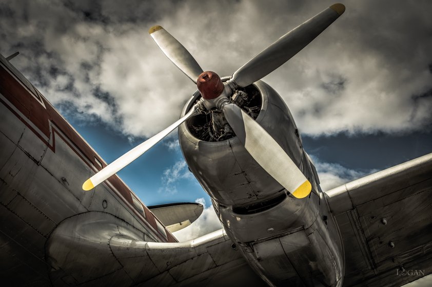 Airplane with Red Propeller Aluart