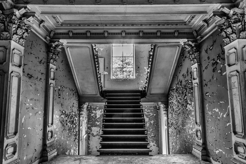 Villa with Antique Stairs Aluart