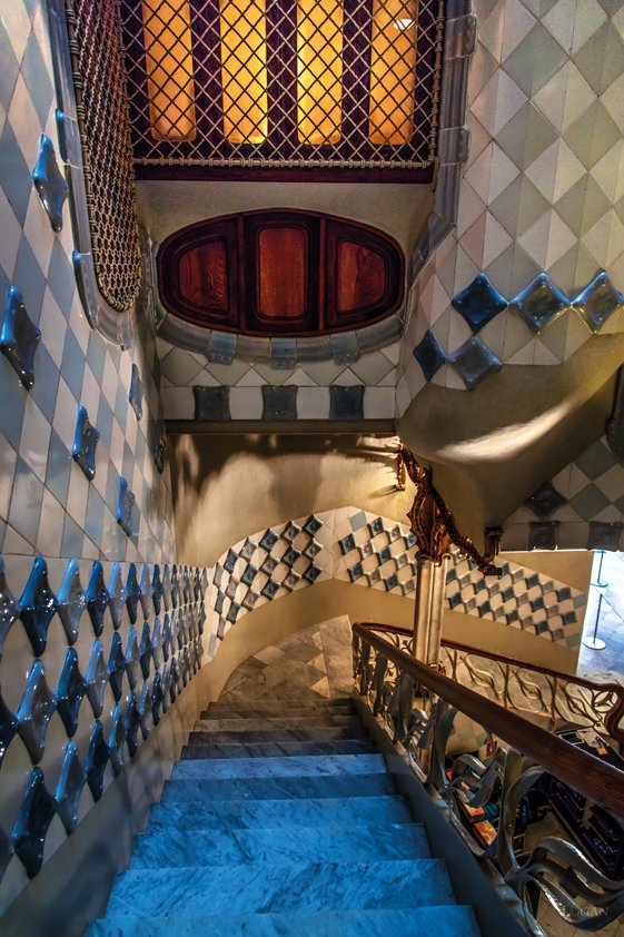 Blue Stairs with special Walls Aluart