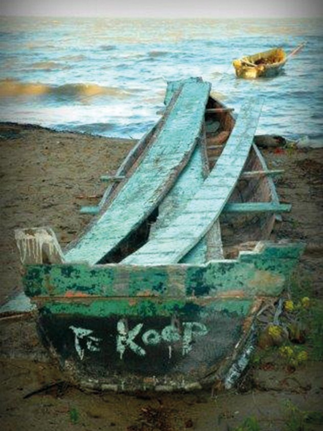 Boat for sale on the Beach Aluart
