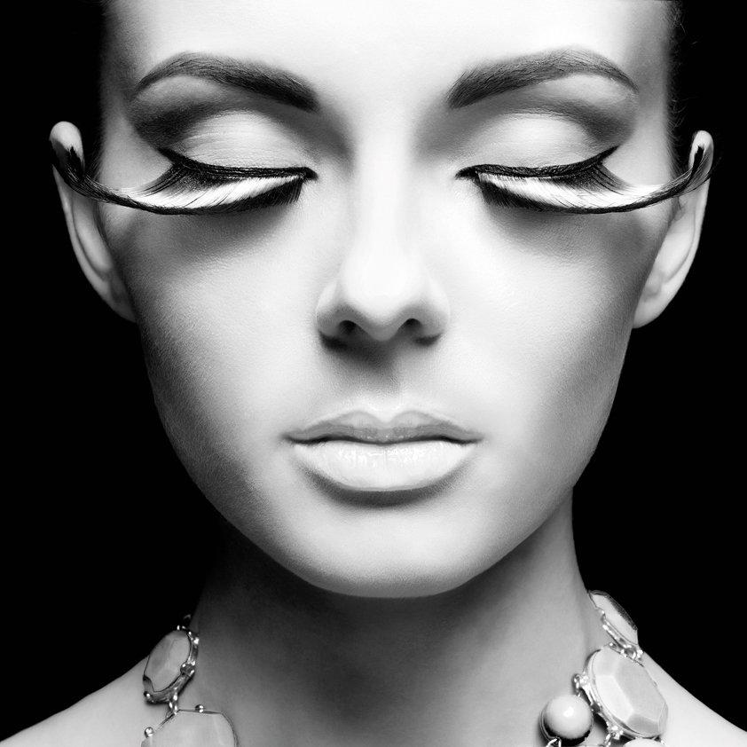 Women with extra Eyelashes