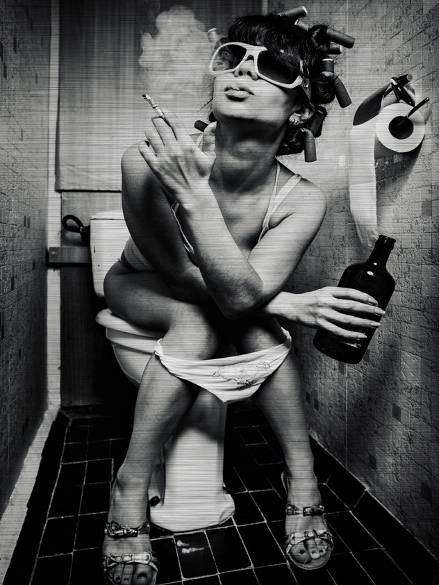 Girl in Toilet with Sigaret Aluart