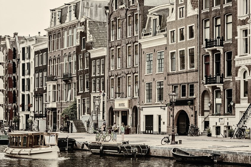 Canal house in Amsterdam Aluart