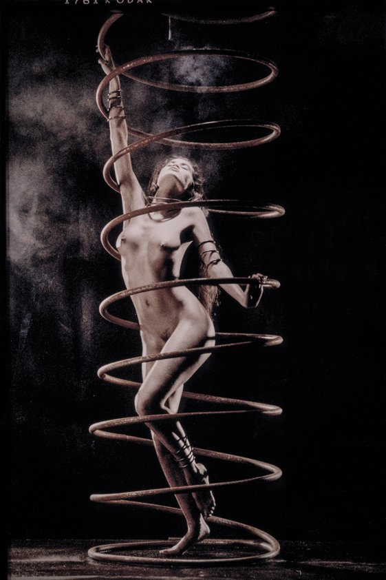 Naked Woman Posing in Spiral Aluart