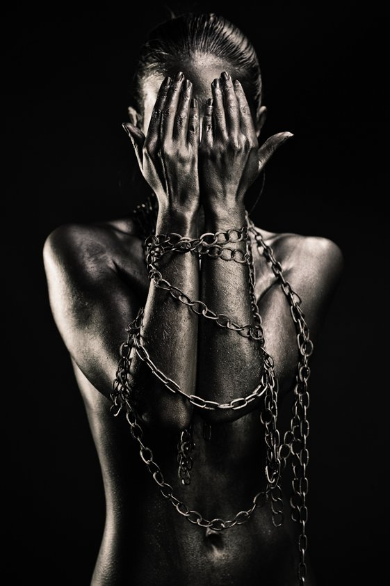 Naked Woman Tied in Iron Aluart